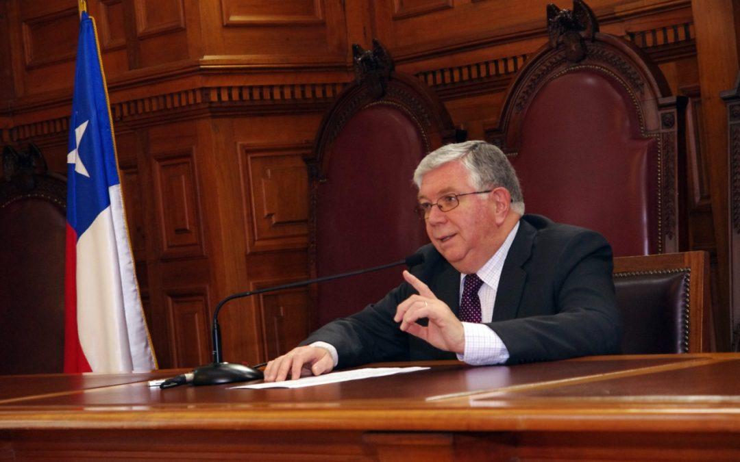 """Lamberto Cisternas, exvocero de la Corte Suprema: """"Es necesario efectuar un debate serio para darnos una nueva Constitución. Estoy por el Apruebo"""""""