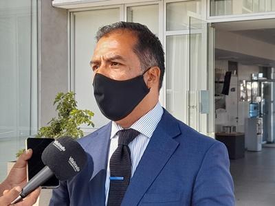 Se ausentó de audiencia de formalización: Fiscalía de Tarapacá pedirá juicio simplificado contra exdiputado Hugo Gutiérrez por presuntas amenazas y omisión de cooperación pública